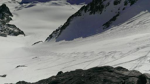Diktát v snehu, fotka je fotená skôr, ako my ideme dole.